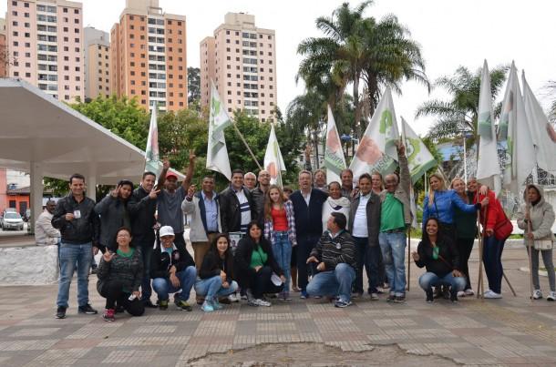 Buscarini caminhou pelas ruas do Jardim Maria Rosa e Jardim Ouro Preto. (Foto: Nathalia Dias / Divulgação)