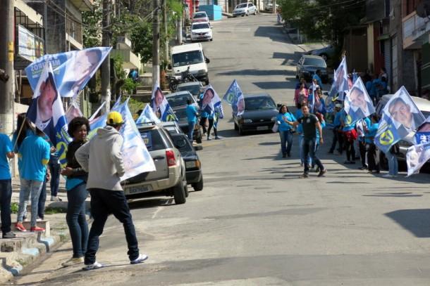 Bandeiraço acompanha o candidato Vítor Medeiros. (Foto: Gilmar Júnior)