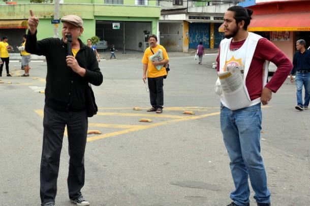 Os candidatos a prefeito e vice, Stan e Evandro, fazem campanha no Parque Marabá.