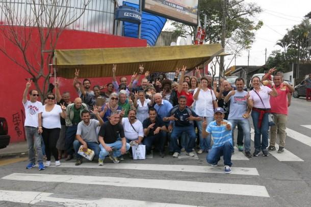 Evilásio Farias pediu votos na Vila Iasi. (Foto: Allan dos Reis)