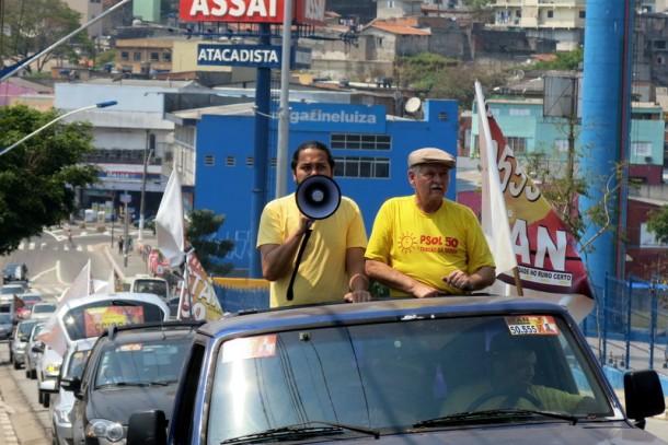 Ao lado do vice Evandro, o candidato a prefeito Stan fez carreata pelas ruas de Taboão da Serra.