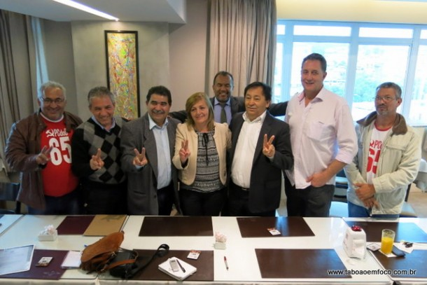Ao lado do candidato a prefeito Aprígio e do vice Luiz Lune, o ex-vereador Paulo Félix renuncia da disputa por uma vaga na Câmara e vai elaborar o plano de habitação da coligação Queremos Vida Nova Pra Taboão