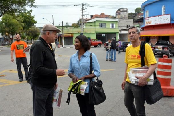 Candidato Stan faz campanha em Taboão da Serra. (Foto: Sandra Pereira)