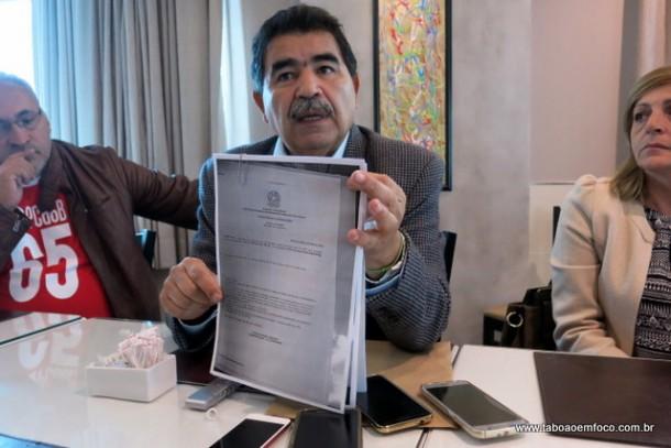 Paulo Félix mostra certidões que garante que conseguiria registrar a candidatura, mas abre mão para ir a coordenação da campanha do Aprígio.