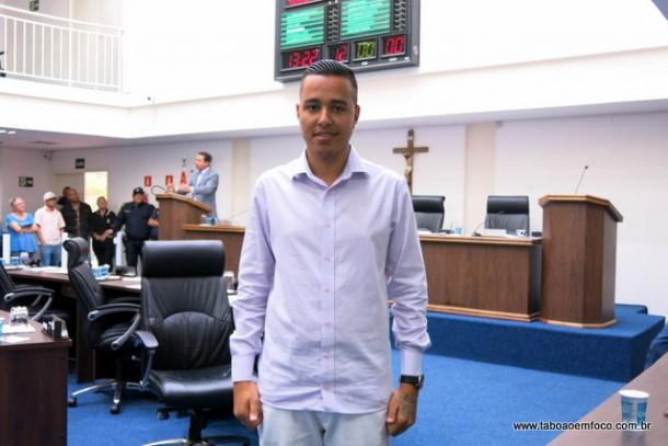 Johnatan Noventa vai continuar o trabalho do pai, o ex-vereador Valdevan Noventa, e focar no esportes, além de saúde e educação.