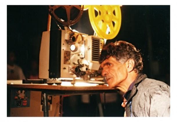 Morre o catador de sucata que montou um mini cinema em sua garagem. Zagati tinha 66 anos e sofria de câncer. (Foto: Reprodução)