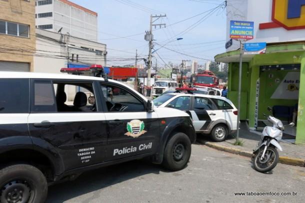 Após fazer saque de dinheiro em um banco no Centro de Taboão da Serra, PM da Rota é baleado por assaltante, que anunciou o roubo.