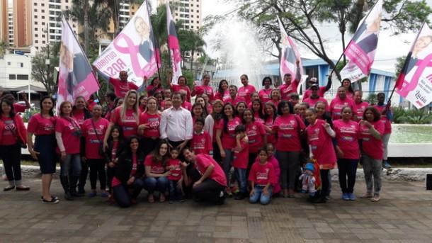 6ª edição da Campanha Outubro Rosa foi realizada pela vereadora Luzia Aprígio no centro de Taboão da Serra. (Foto: Divulgação)