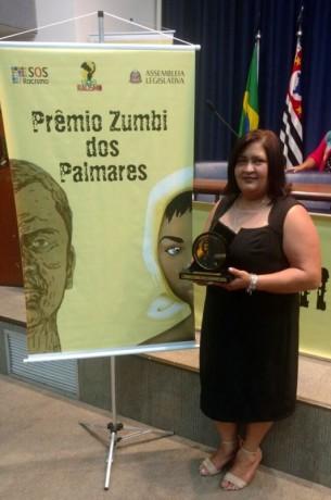 """A taboanense Elizete dos Santos Lima é uma das 10 premiadas pela Alesp com o troféu """"Zumbi dos Palmares"""". (Foto: Arquivo Particular)"""