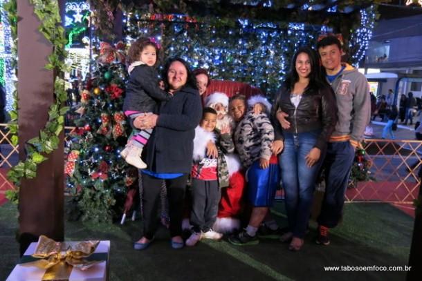 Família saiu do Jardim Maria Helena para ver a decoração de Natal na região do Centro de Taboão da Serra.