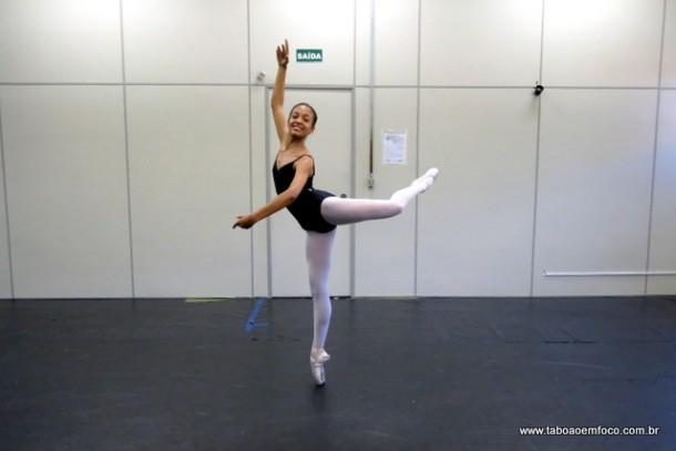 A taboanense Giovanna Furlan, da Escola de Bailado, foi aprovada na Escola Bolshoi.