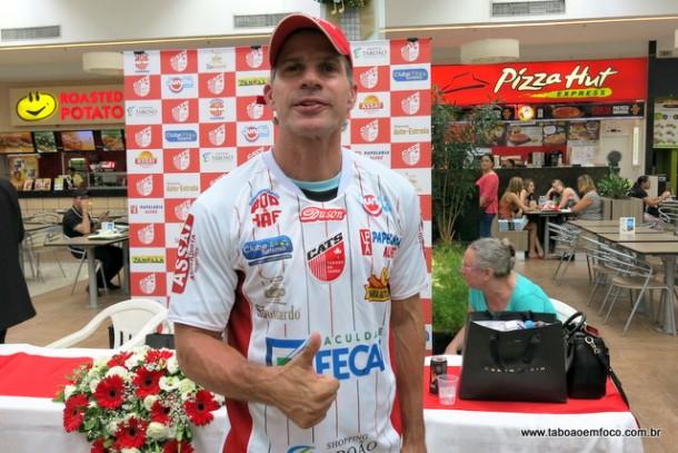Após encerrar carreira com 'mil' gols, Tulio Maravilha é a nova estrela do Clube Atlético Taboão da Serra.