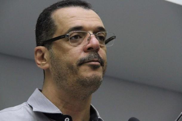 Vereador Marco Porta comenta a respeito do orçamento de 2017. (Foto: Cynthia Gonçalves / CMTS)