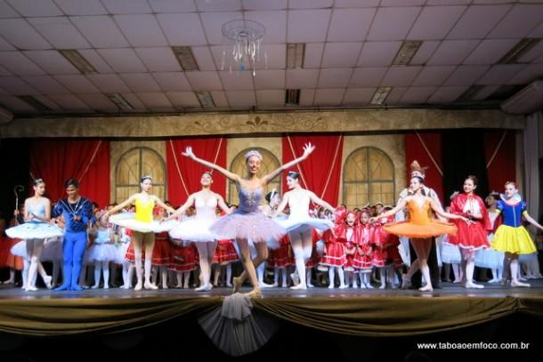 Escola de Bailado encerra atividades de 2016 com apresentações no Cemur.
