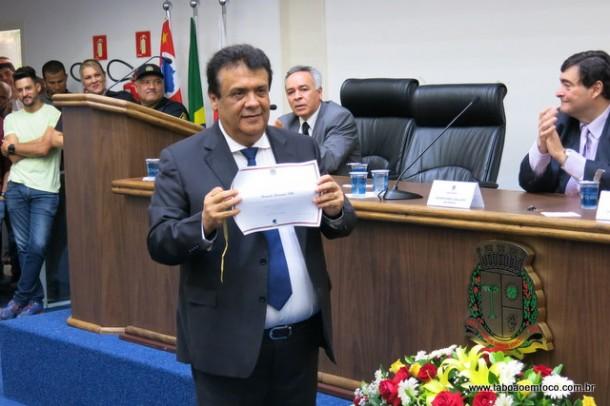 Prefeito reeleito Fernando Fernandes é diplomado para cumprir mais um mandato.