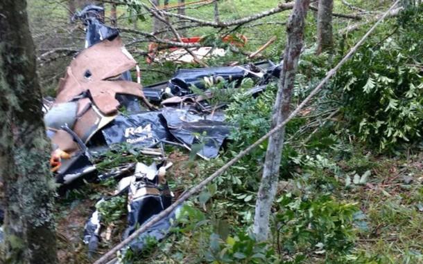 Quatro pessoas morreram em queda de helicóptero em São Lourenço da Serra. (Foto: Divulgação / Bombeiros)