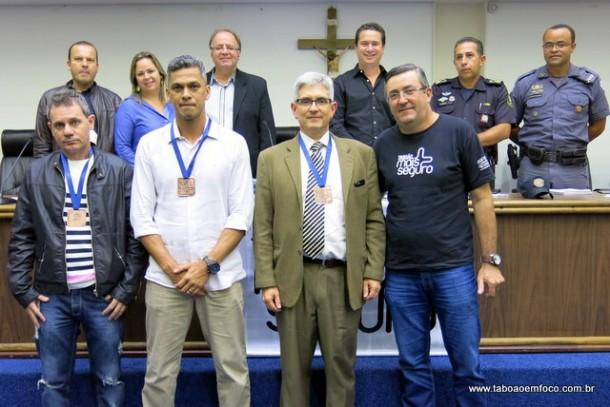 Os investigadores Marquinhos e Peniche, e o delegado Gilson Leite tiveram suas homenagens antecipadas com o anúncio da futura transferência.
