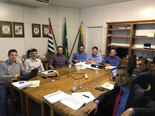Ao lado do futuro chefe, Ney Santos, Tarifa acompanha a transição de governo. (Foto:  Reprodução)
