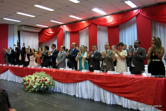 Políticos de Taboão da Serra tomam posse durante cerimônia neste domingo (1).