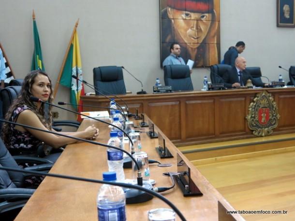 Apenas dois vereadores, dos 16 possíveis, compareceram a convocação da sessão extraordinária para dar posse ao prefeito eleito Ney Santos e o vice Dr. Peter.