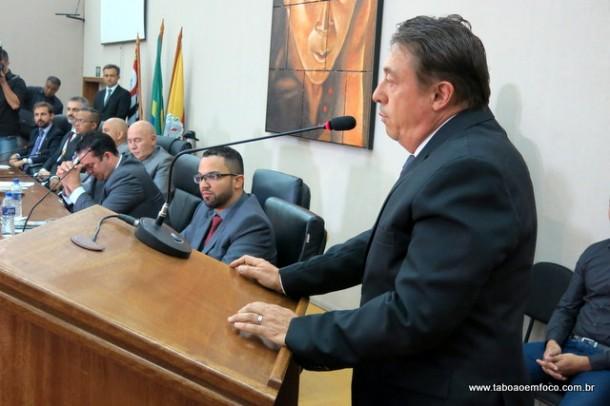 Dr. Peter toma posse de vice, mas vai assumir de forma interina a Prefeitura de Embu das Artes.