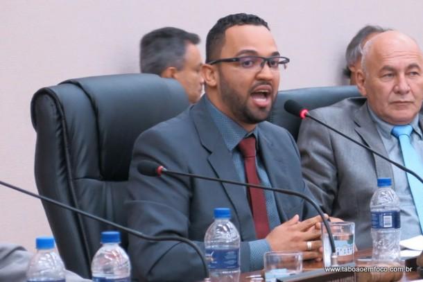 Autor do decreto que aumenta a tarifa de ônibus, Hugo Prado se defendeu durante sessão, mas não justificou o percentual do aumento, muito acima da inflação.