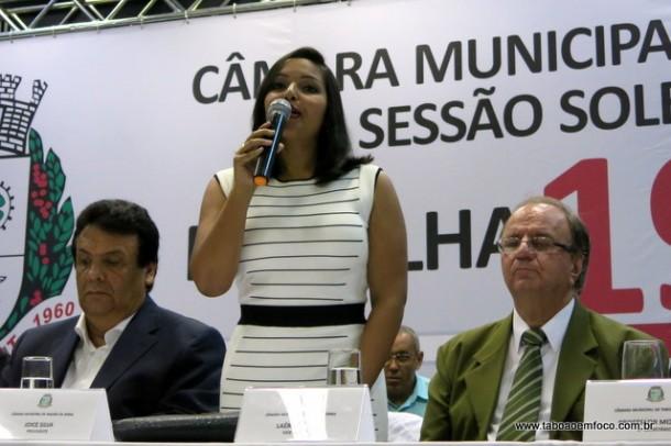 Presidente da Câmara, Joice Silva comandou a sessão solene, que homenageou 26 pessoas que contribuem para o crescimento de Taboão da Serra.