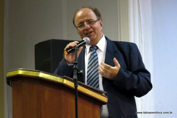 Laércio Lopes durante posse para segundo mandato como vice-prefeito de Taboão da Serra.