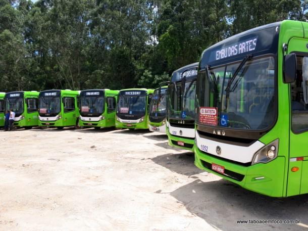 Novos ônibus 'quase' Zero Km são entregues em Embu das Artes.