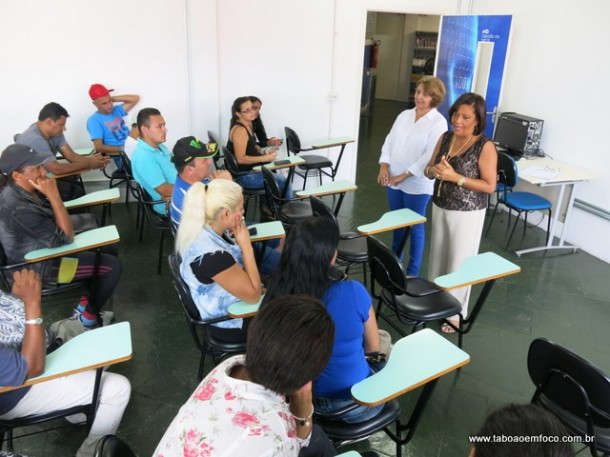Pais foram reclamar na Diretoria de Ensino da região, que é responsável pelo transporte escolar.