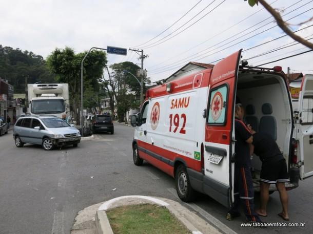 Acidente no Centro de Taboão da Serra deixa uma pessoa ferida.