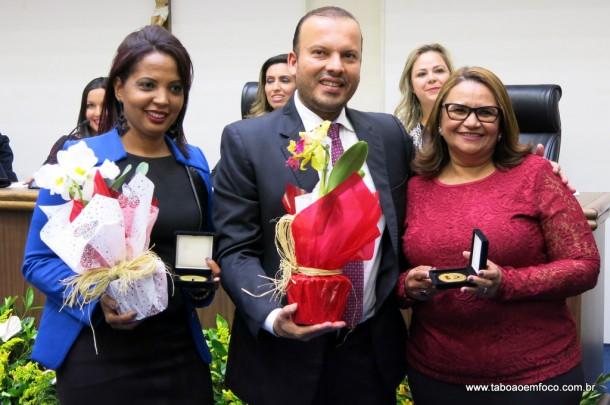 Carlinhos do Leme entrega Medalha Laurita Ortega Mari de 2017