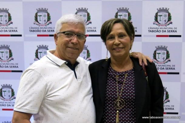 Ao lado do marido, ex-vereadora Fausta Leite, uma das idealizadoras da Medalha Ortega Mari.