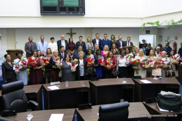 Mulheres são homenageadas durante sessão solente na Câmara de Taboão da Serra.