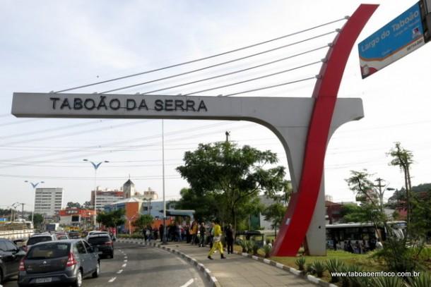 Entrada do município com maior densidade populacional do país. Em Taboão da Serra, são mais de 13,7 mil habitantes por km².
