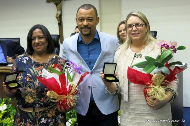 Professor Moreira entrega Medalha Laurita Ortega Mari de 2017