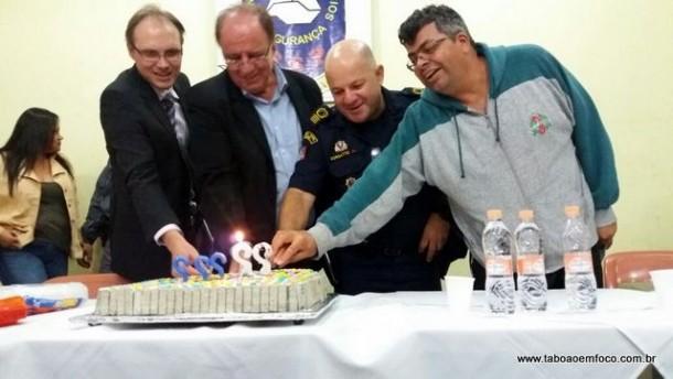 Após reunião, um bolo para celebrar os aniversariantes do mês de março.