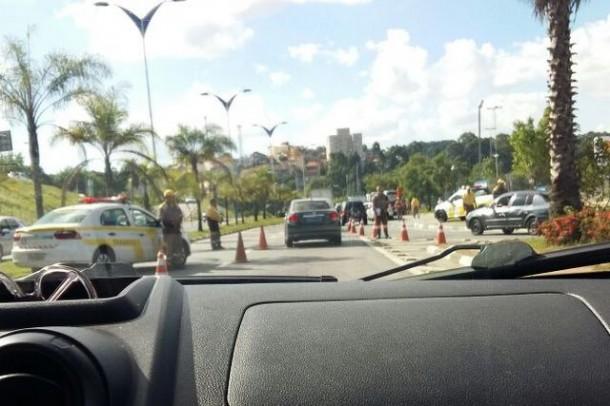 Prefeitura de Taboão da Serra tem feito operações para apreender veículos, que operam o sistema da Uber para transporte de passageiros.