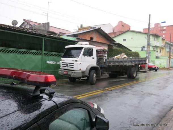Caminhão rodou por diversas ruas do Parque Pinheiros batendo nos veículos.