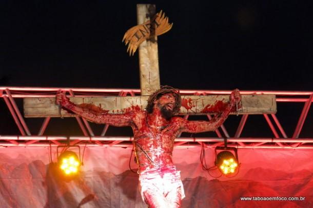 Ator Washington dos Santos Gabriel interpretou Jesus e clamou pelo perdão e o amor.