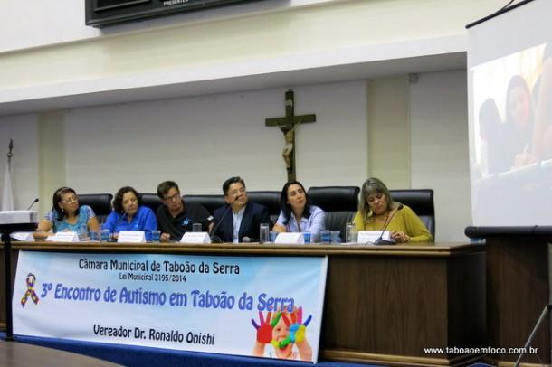 Encontro discute questões relacionadas ao autismo em Taboão da Serra.