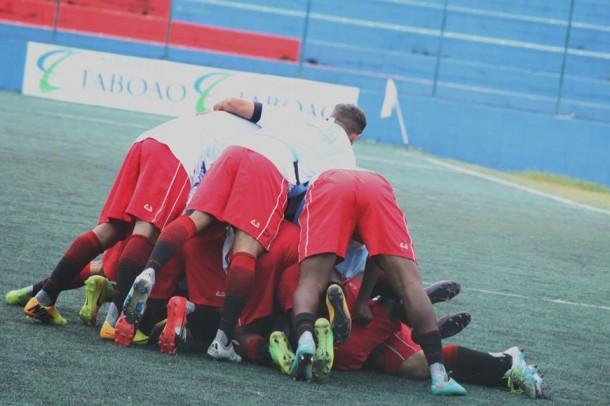 Jogadores do Cats comemoram gol contra o Inter de Limeira, que consolida o time nas primeiras colocações. (Foto: Thiago Walter)