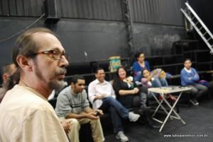 Pazini em reunião no Espaço Clariô para discutir a cultura em Taboão da Serra.