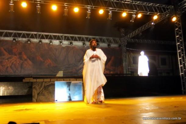 Jesus Cristo durante a ressurreição na encenação de 2017