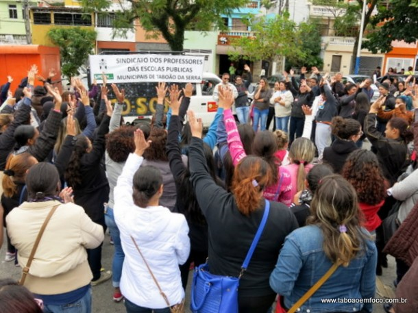 Servidores da educação de Taboão participam de paralisação e prometem iniciar greve em Taboão da Serra.