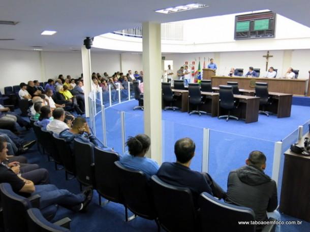 Plenário da Câmara com a presença de diversos taxistas do município, que pedem o fim dos Ubers.
