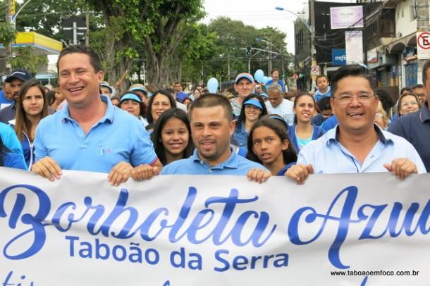 Os vereadores Eduardo Nóbrega, Alex Bodinho e Ronaldo Onishi participam da caminhada em prol do autismo.
