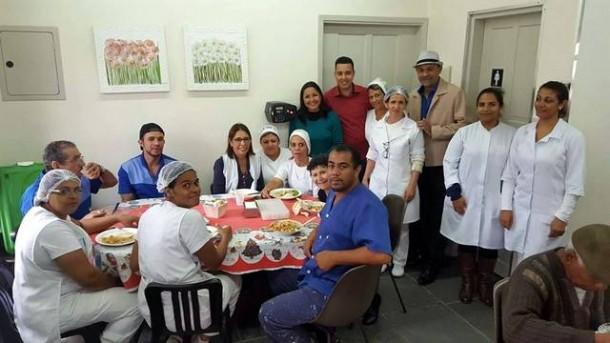 Os dois vereadores se surpreenderam com infraestrutura e tratamento humanitário dispensado aos idosos . (Foto: Divulgação / CMTS)