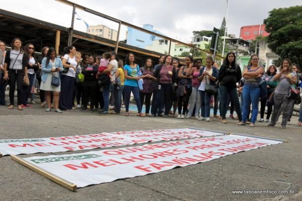 Servidores da educação decidem manter a greve em Taboão da Serra.