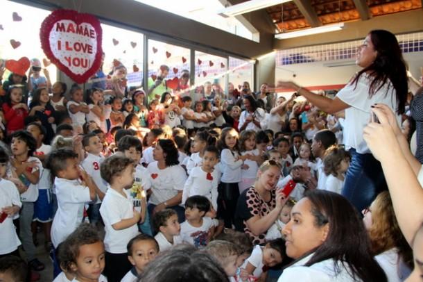 Mães se emocionaram com apresentações feitas pelos alunos da EMI Cuca. (Foto: Vera Sampaio / PMTS)